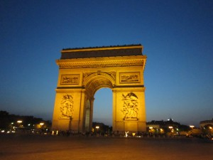 パリ凱旋門夕刻①