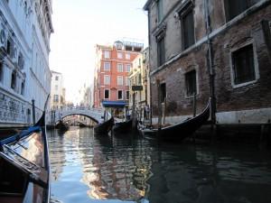 ⑤ヴェネチア運河とゴンドラ