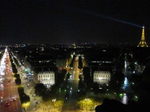 1-9凱旋門から見た夜のパリの街