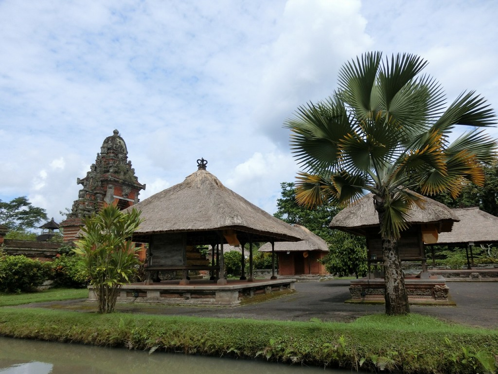 4-4バリ島タマン・アユン寺院